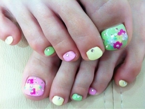 Stylish-Toe-Nail-Art-Ideas-For-Summer-Two-Color