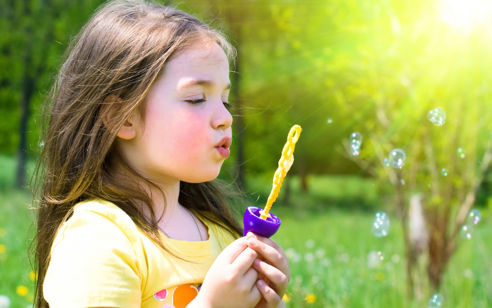 cute little girl playing bubble Pictures - Baby Girl Photos of Kid