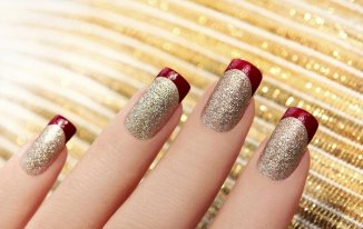 Glitter all the Way - Best Christmas Nail Art Ideas and Designs -7 Simple Yet Attractive Christmas Nail Art Ideas for Holidays